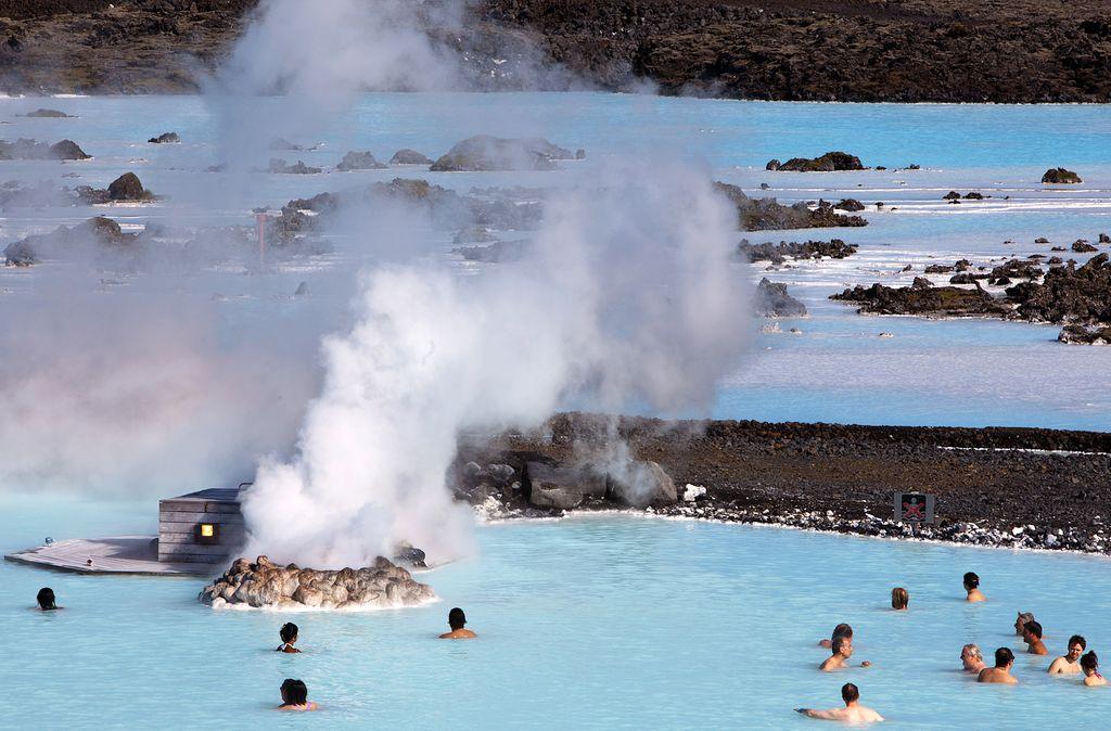А летом вода в Голубой лагуне может достигать +40 градусов.jpg