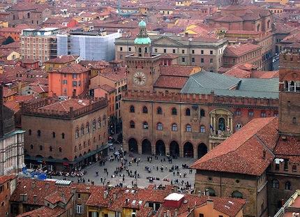 Экономные туристы могут присмотреться к району San Giovanni или, с противоположной стороны, у Piazza Bologna.jpg
