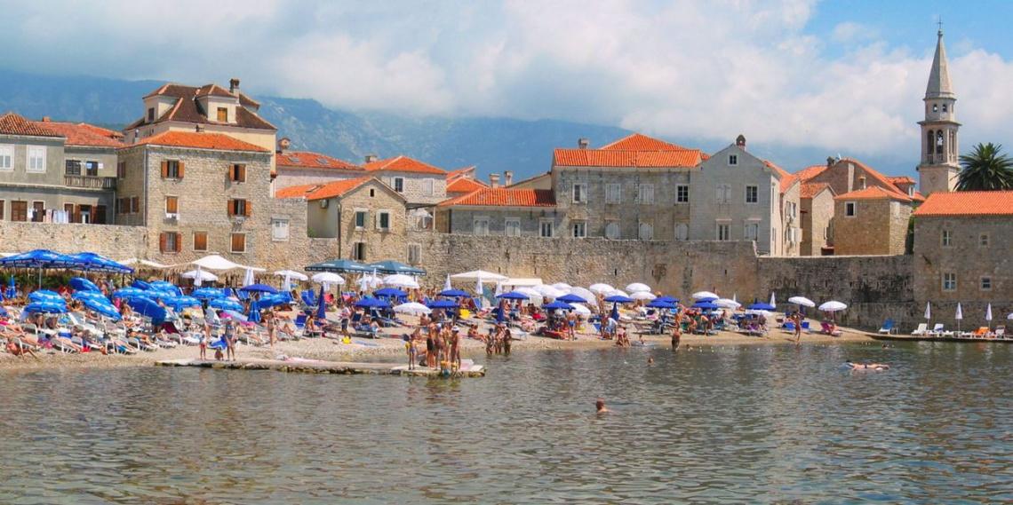 Будва довольно шумный и тусовочный курорт Черногории