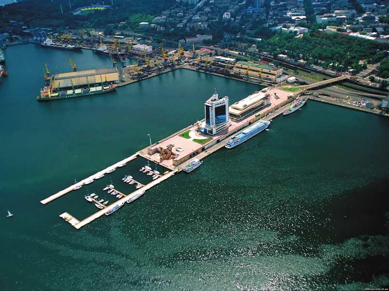 Морской порт Одессы, отсюда можно отправиться в увлекательный круиз