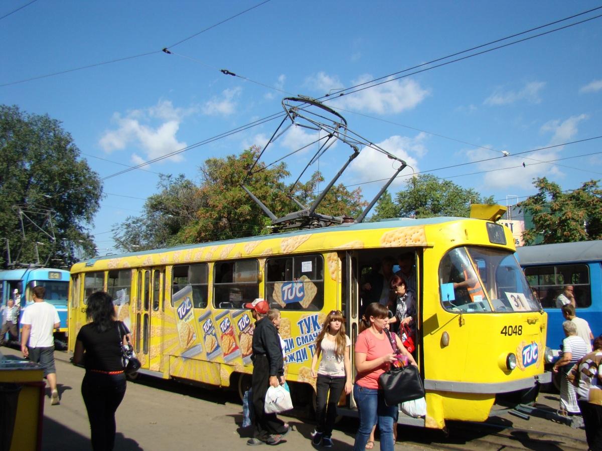 Веселенький Одесский трамвай в стиле снека, своим видом радует туристов и жителей города