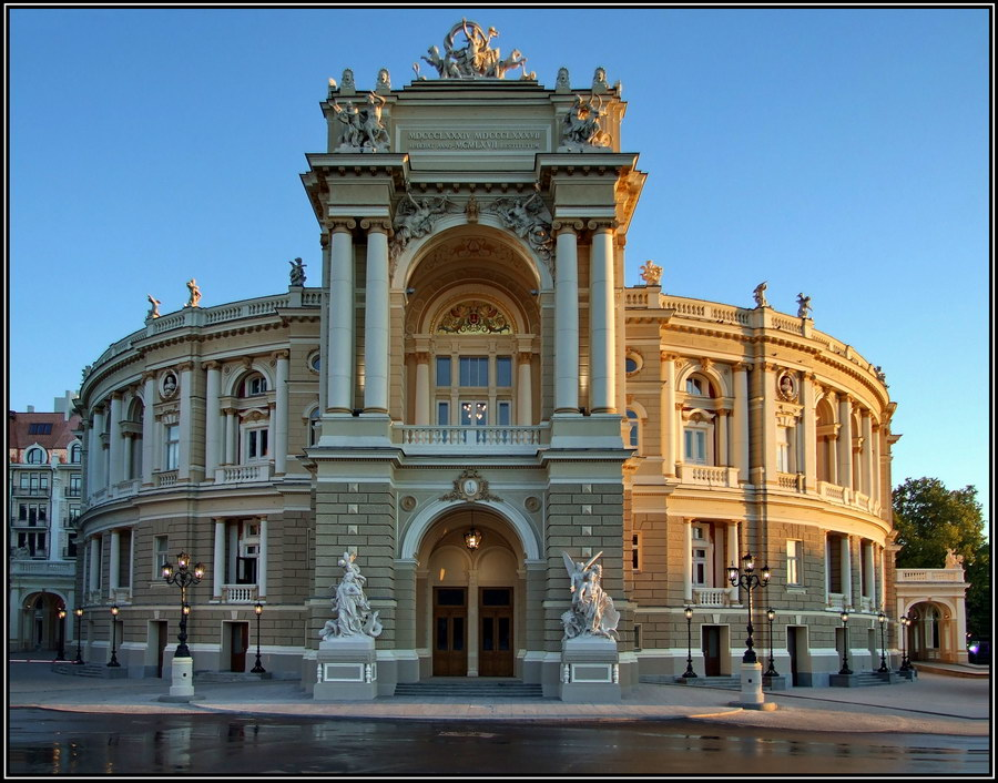Одесский национальный академический театр оперы и балета - еще один архитектурный шедевр и настоящая гордость Одессы