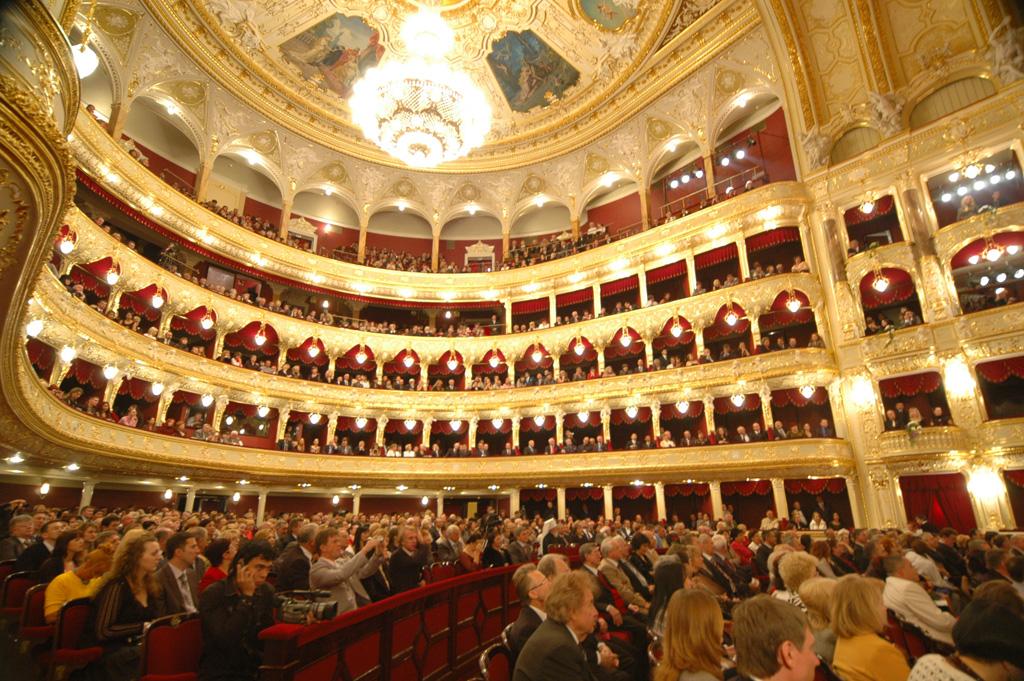 Своими интерьерами, Одесский оперный театр поразит самого искущенного любителя оперы и балета