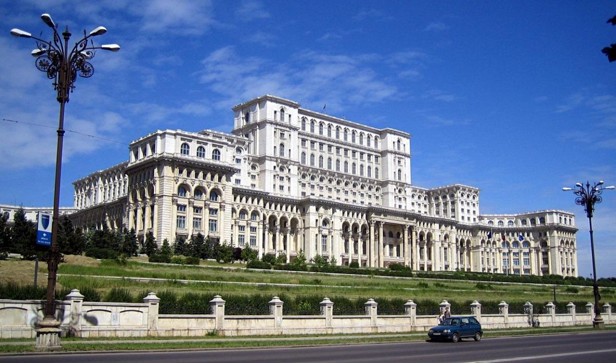 Дворец Парламента - второе по величине административное здание в мире после Пентагона.jpg