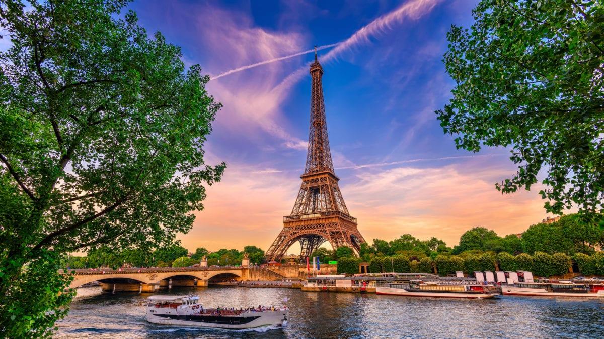 Париж для молодоженов: где устроить фотосессию?